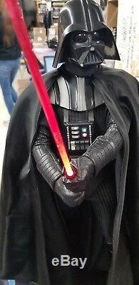 SIDESHOW PREMIUM FORMAT STAR WARS DARTH VADER FIGURE Light up saber & suit 2005
