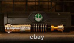 Star Wars Galaxy's Edge Luke Skywalker Legacy Lightsaber with36 Blade & Belt Clip
