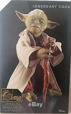 Star Wars Lot Legendary Jedi Master Yoda and Rey's Light Saber