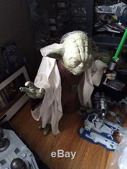 Star Wars Yoda with lightsaber statue 11 scale rare