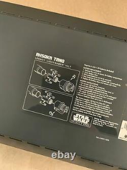 Brand New Sealed Bord Ahsoka Tano Héritage Lightsaber Star Wars Galaxy Deux Hilts