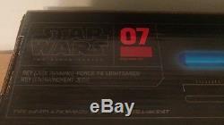 La Série Noire De Star Wars De Disney Hasbro Éclaire Le Sabre Laser Force Fx Rey Jedi 2017